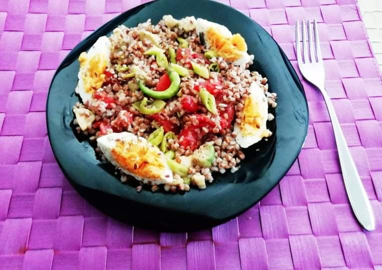 Любим, бърз и питателен обяд - Балансирана салата с Елда