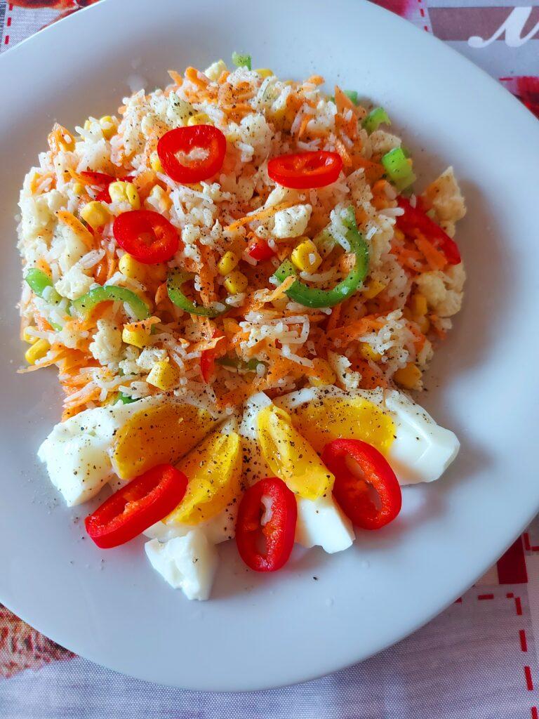 Пъстра салата с ориз