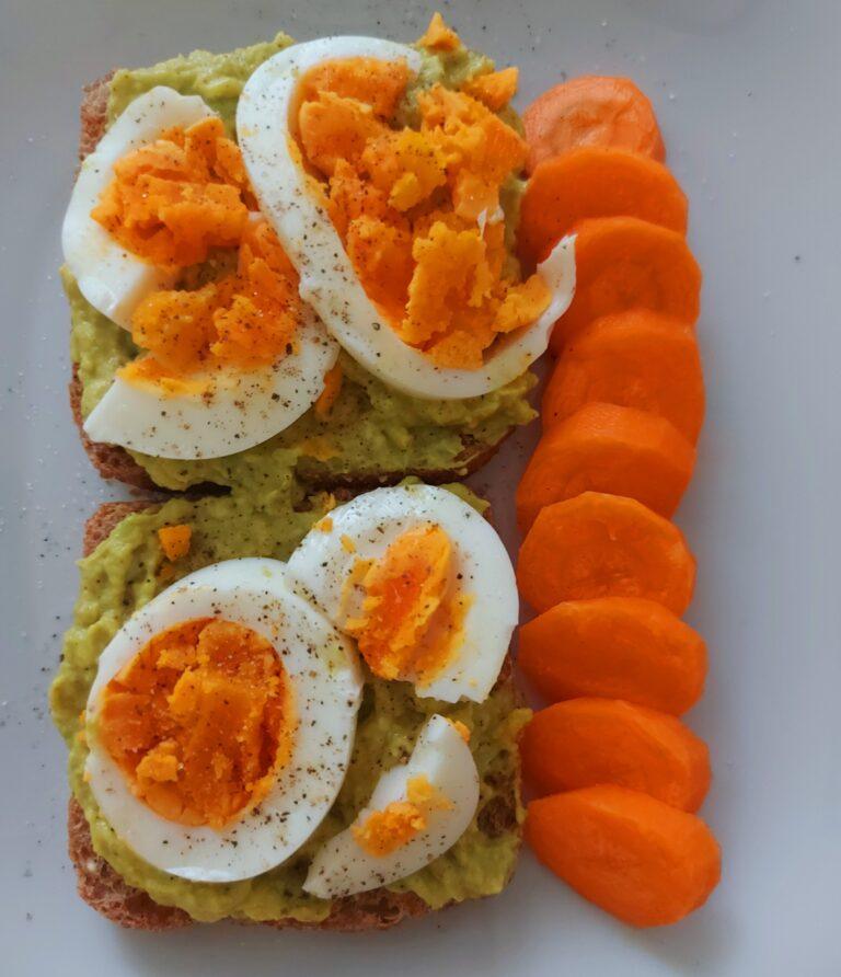 Тост с авокадо и яйце