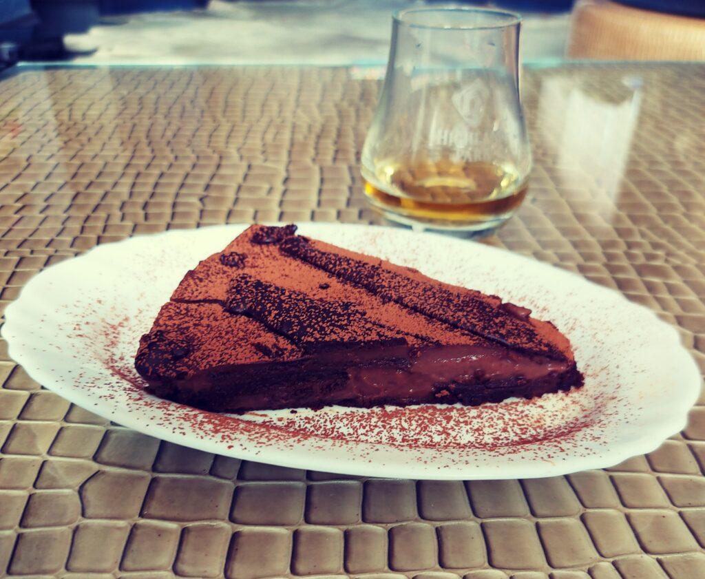 Шоколадова торта (без брашно, бяла захар, млечни и глутен)